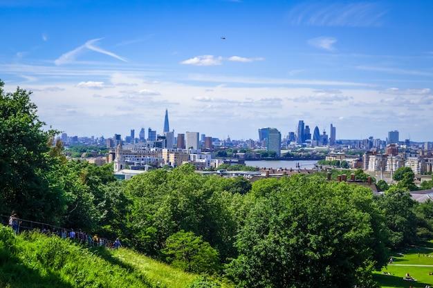Widok canary wharf z greenwich park w londynie