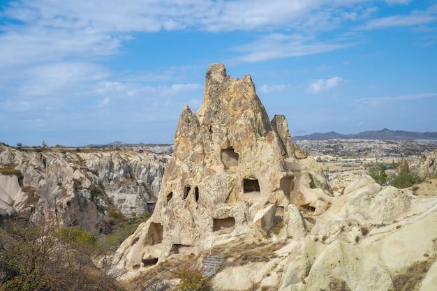 Widok cappadocia krajobraz w goreme, turcja