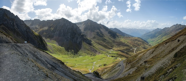 Widok col du tourmalet w pyrenees górach