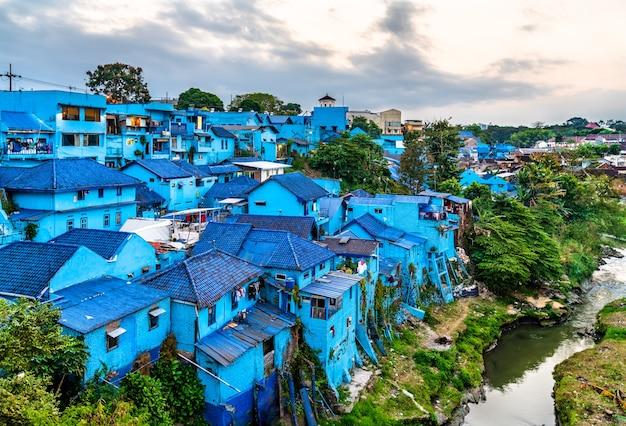 Widok kampung warna-warni jodipan, wioski kolorów w malang, indonezja