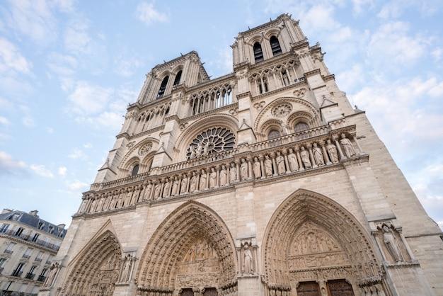 Widok katedry notre dame w paryżu we francji