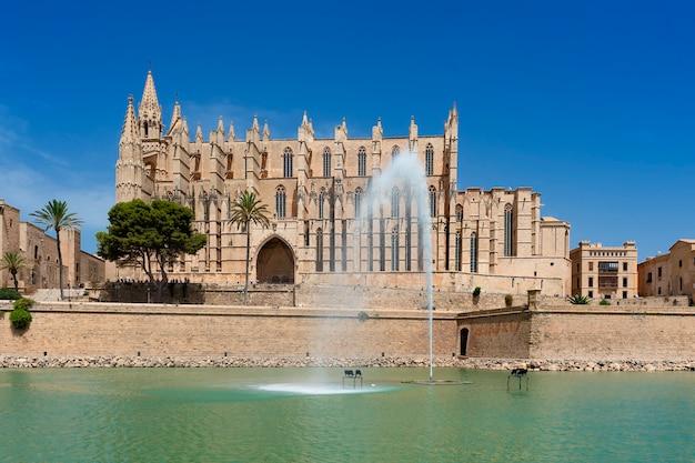 Widok katedry palma de mallorca, hiszpania, europa