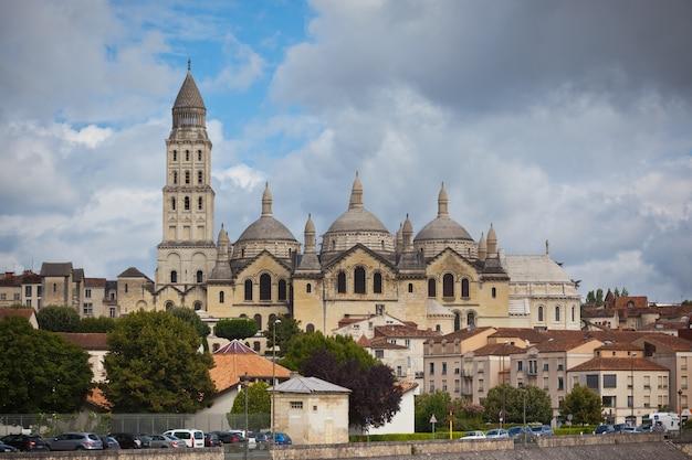 Widok katedry saint front w perigord we francji