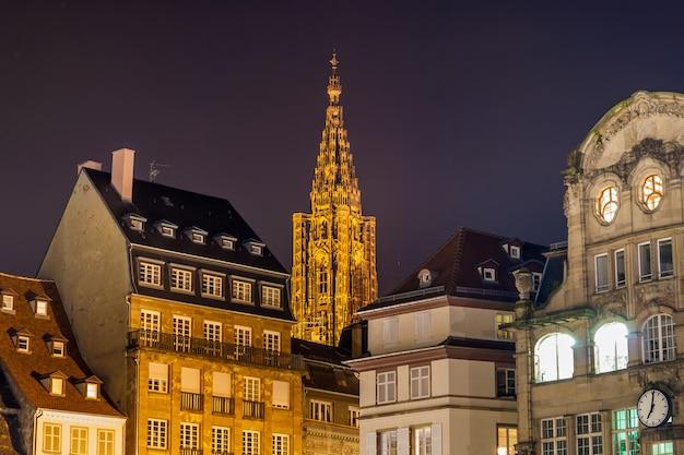 Widok katedry w strasburgu z placu klebera