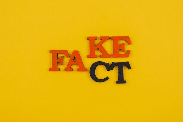 Widok koncepcji słowa fałszywe wiadomości