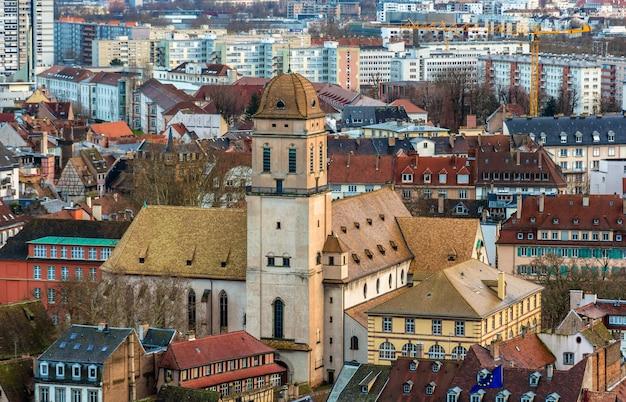 Widok kościoła saint madeleine w strasburgu