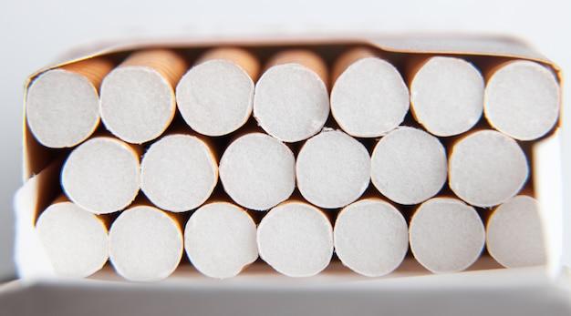 Widok makro. papierosy w paczce