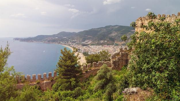 Widok miasta alanya z zamku alanya w turcji