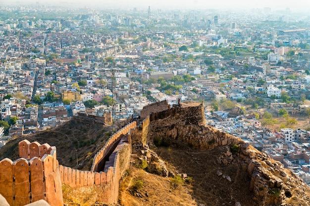 Widok miasta jaipur z nahargarh fort rajasthan w indiach