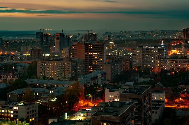 Widok miasta z wieżowcami