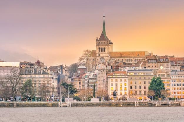 Widok miejski, panoramę genewy w szwajcarii o zmierzchu