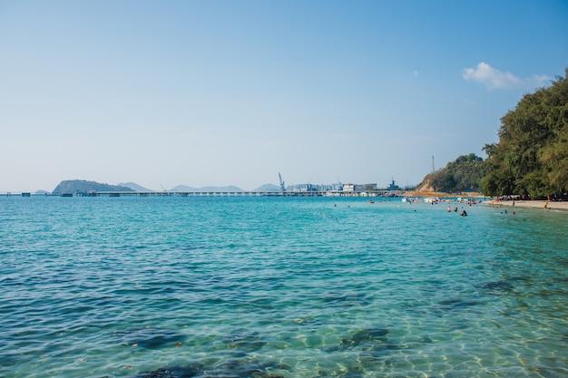 Widok morze przy nang baranu plażą, rayong prowincja, tajlandia