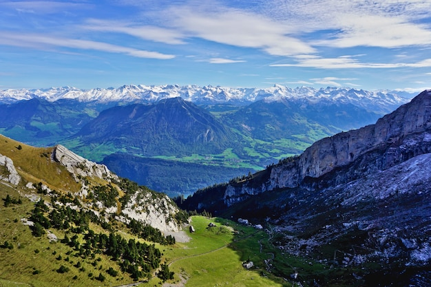 Widok na alpy szwajcarskie z góry pilatus, lucerna, szwajcaria.