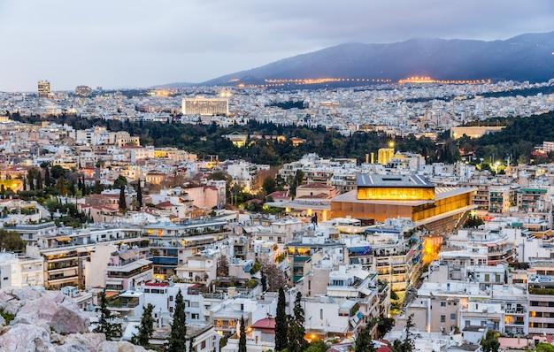 Widok na ateny wieczorem grecja