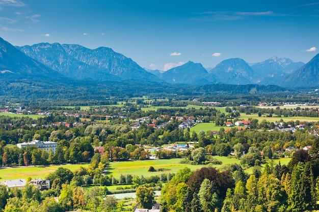 Widok na austriackie alpy w pobliżu salzburga