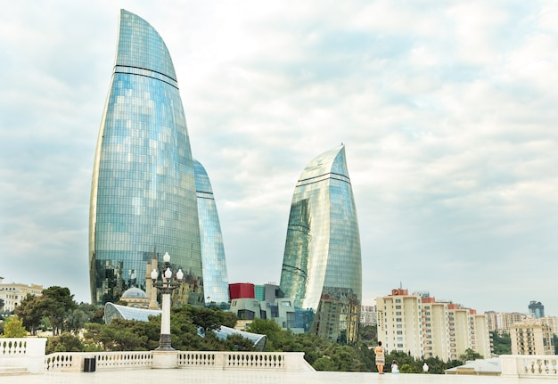 Widok na baku flame towers z highland park