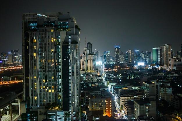 Widok na bangkok w baiyoke sky hotel thailands najwyższa wieża