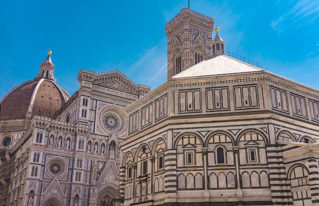 Widok na baptysterium św. jana we florencji we włoszech