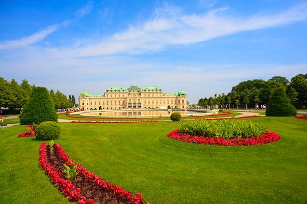 Widok na belvedere, zabytkowy kompleks budynków w wiedniu, austria