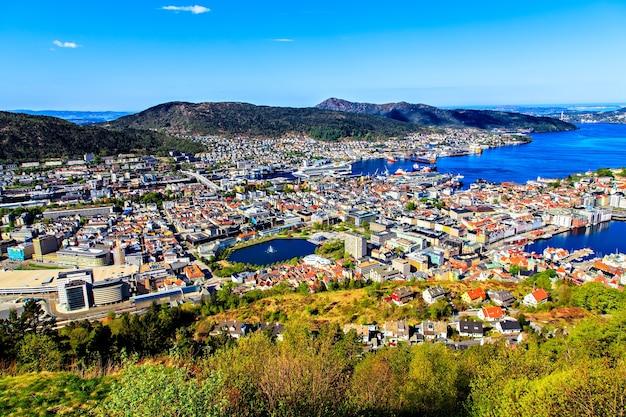 Widok na bergen i port ze szczytu góry