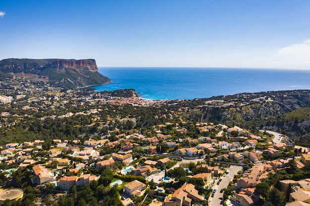 Widok na calanque de port mioux, między marsylią a cassis we francji.
