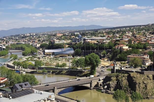 Widok na centrum miasta tbilisi w gruzji