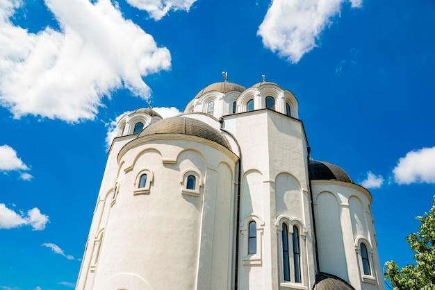 Widok na cerkiew w telep, novi sad, serbia