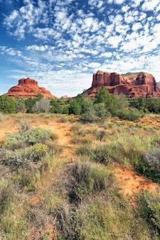 Widok na czerwone skały sedona w stanie arizona