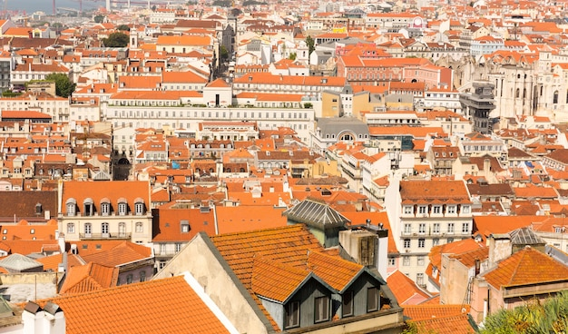 Widok na dachy europejskiego miasta, portugalia