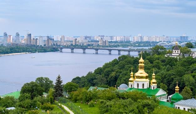 Widok na dniepr z ławry peczerskiej - ukraina