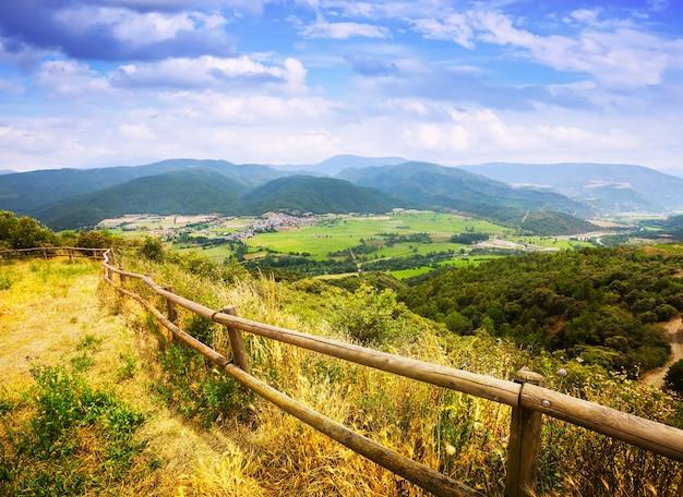 Widok na dolinę pirenejów