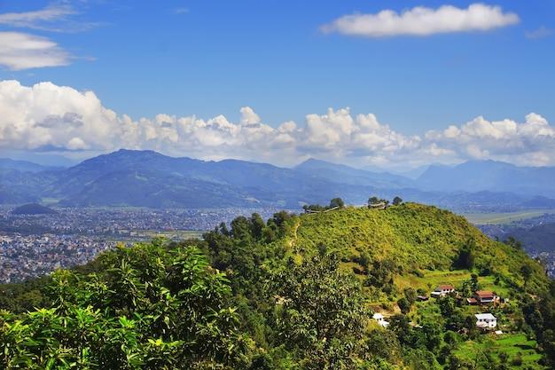 Widok na dolinę pokhara. krajobraz górski. nepal