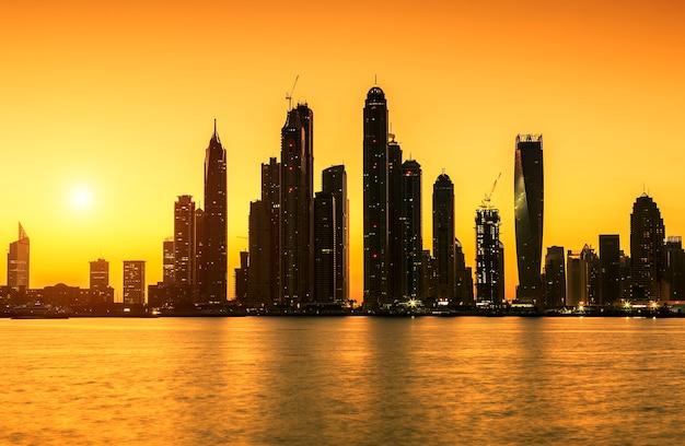 Widok na dubaj o wschodzie słońca, zea