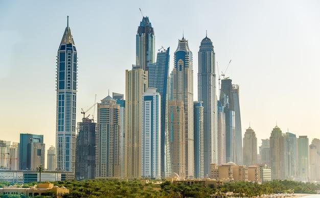 Widok na dzielnicę jumeirah w dubaju, zea