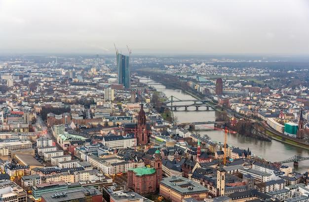 Widok na frankfurt nad menem w niemczech