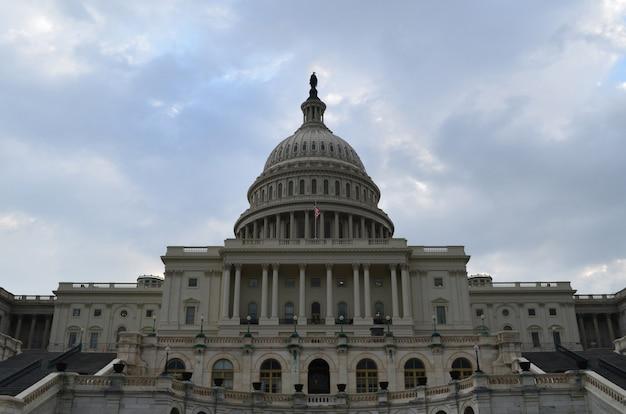 Widok na front kapitolu w waszyngtonie
