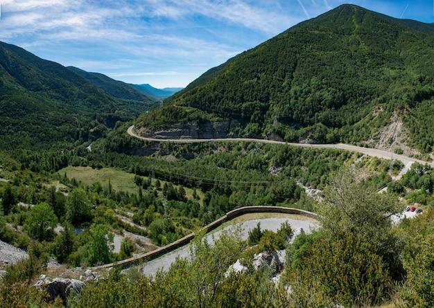 Widok na górską drogę, hiszpania pireneje
