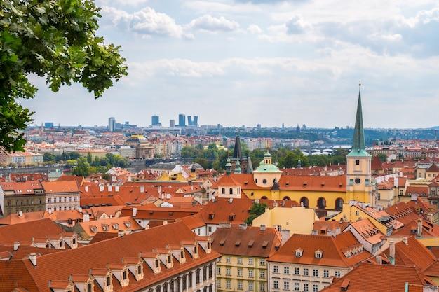 Widok na historyczne centrum pragi z zamku panorama miasta pragi
