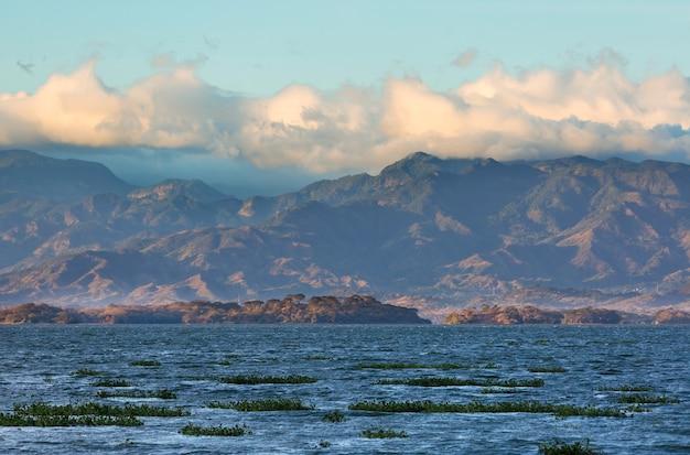 Widok na jezioro coatepeque, santa ana, salwador, ameryka środkowa