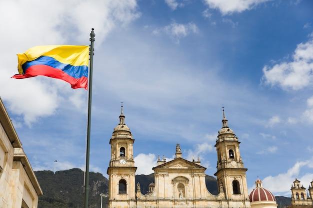 Widok na katedralną bazylikę metropolitalną w bogocie w kolumbii