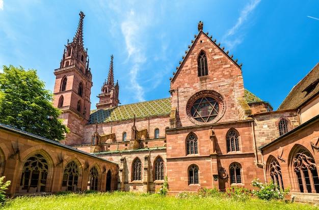 Widok na katedrę w bazylei w szwajcarii