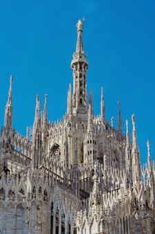 Widok na katedrę w mediolanie