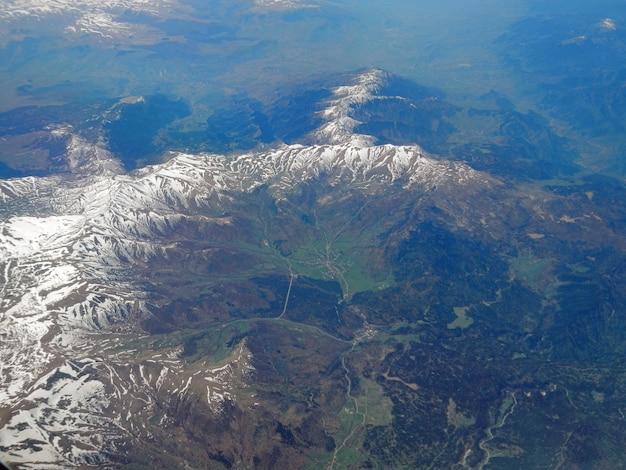 Widok na kaukaskie góry z samolotu