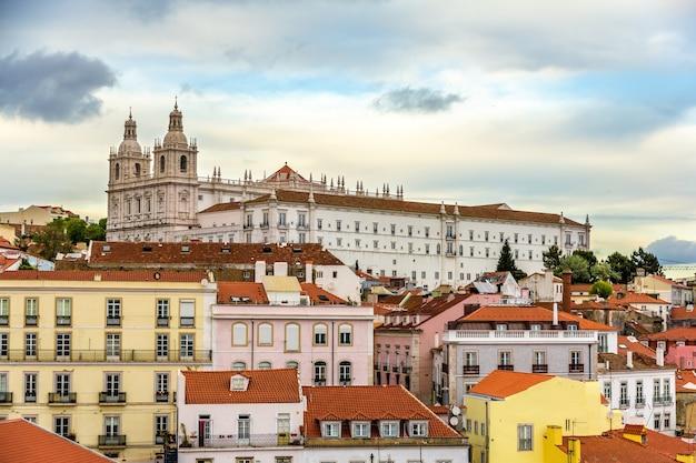 Widok na klasztor sao vicente de fora w lizbonie