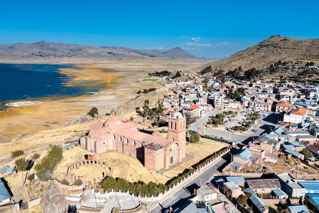 Widok na kościół apostolski santiago w pomata peru