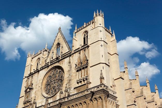 Widok na kościół saint jean