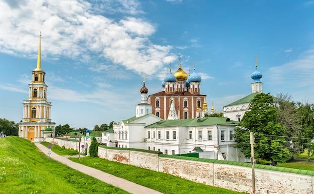 Widok na kreml ryazan, złoty pierścień rosji