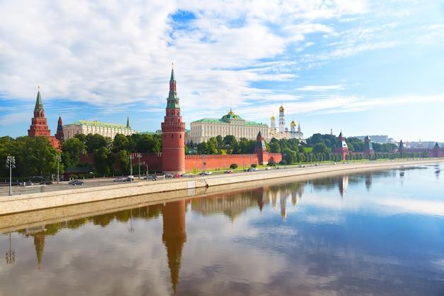 Widok na kreml w letni dzień