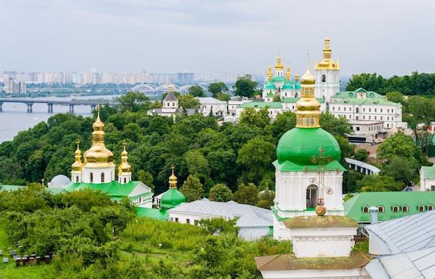 Widok na ławrę peczerską, prawosławny klasztor wpisany na listę. ukraina