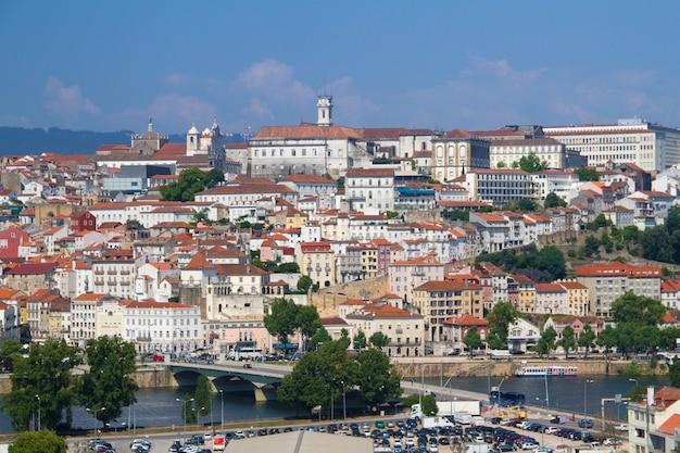 Widok na miasto coimbra, portugalia